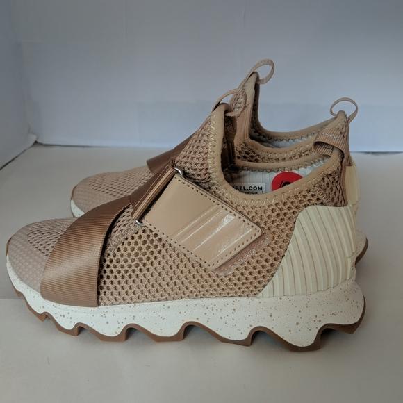 sorel kinetic sneaker natural tan